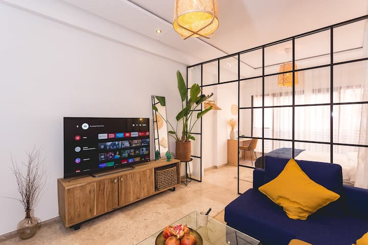 Stylish Studio(WiFi, Netflix, Pool, AC, Nespresso)