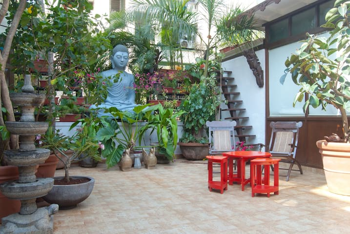 Elegant & compact haven in Bandra, Mumbai - Bombay - Daire