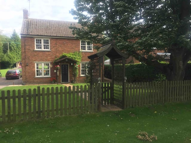 Private annexe in a pretty Cambridgeshire hamlet