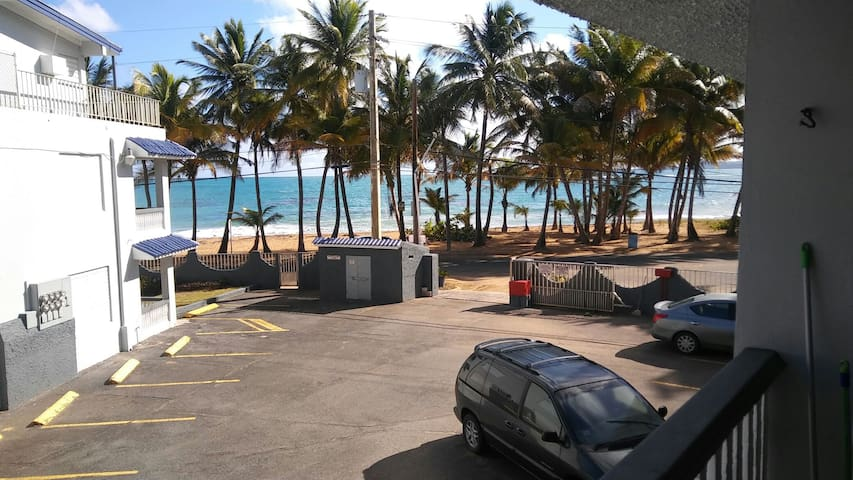 Espectacular beach front apartment with full AC