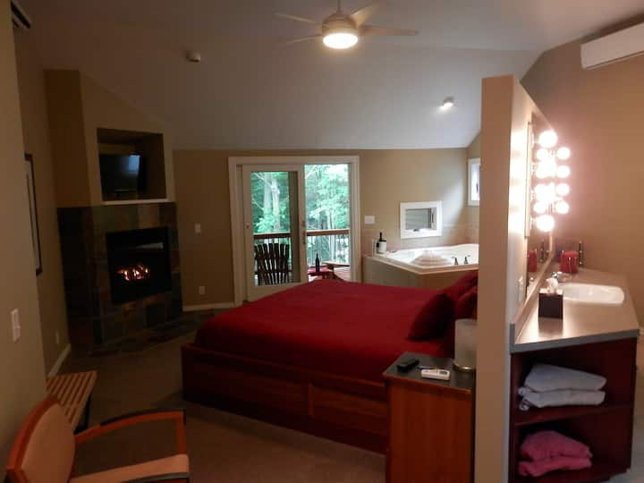 The Birthday Suite - Pigeon Creek Inn