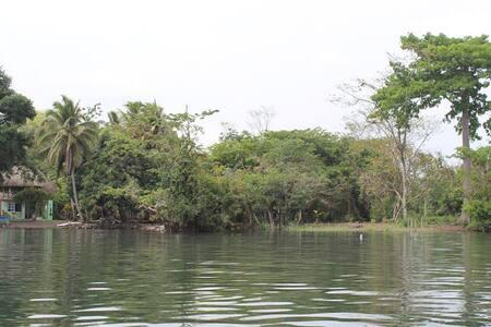 Tres Puentes, Punta Caimanes