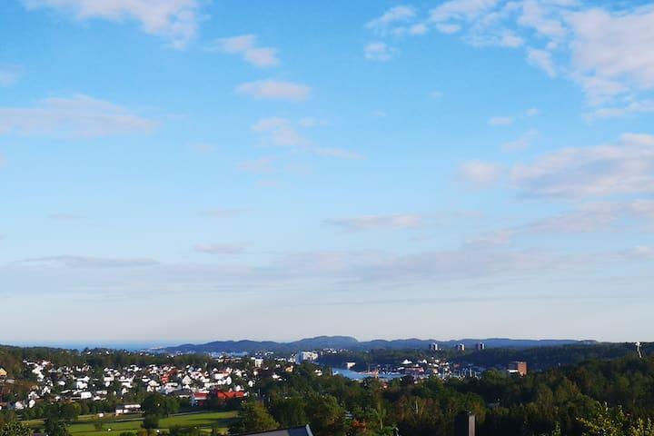 Stort hus med fantastisk utsikt, nær sentrum