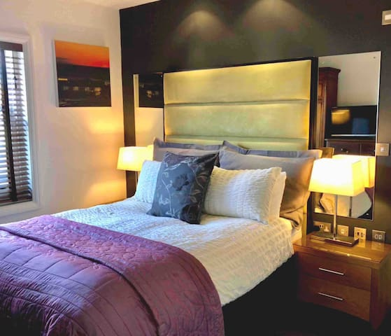 The bedroom features an incredibly comfortable King size bed + en-suite wet room with fabulous waterfall shower. Tea & coffee making facilities. Some lovely period furniture. Bath sheets, hand towel & bath mat, robes, ironing board, iron & hairdryer.