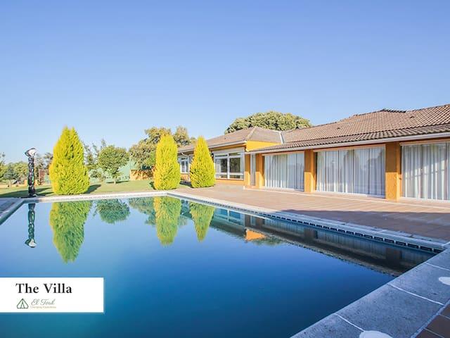 El Toril Glamping Experience: Luxury Villa