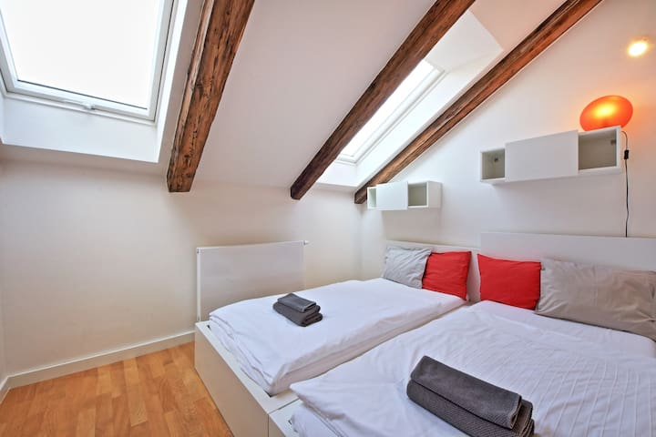 2nd bedroom - lower part