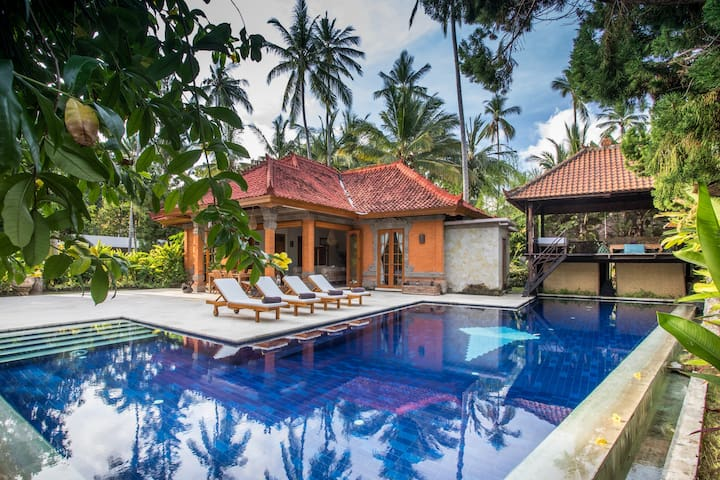 Villa Hanoman - a  relaxing beachside haven