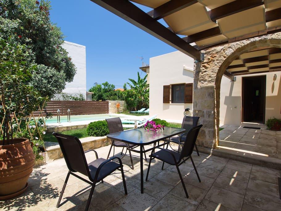 Villa Argiro entrance and garden
