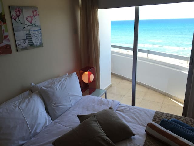 Alex Beach Apartment 51 (direct sea view)