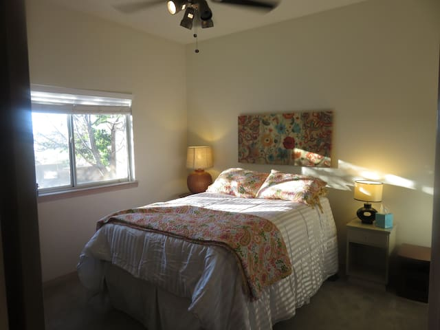Cozy Sun-Filled Bedroom near Cottonwood Mall