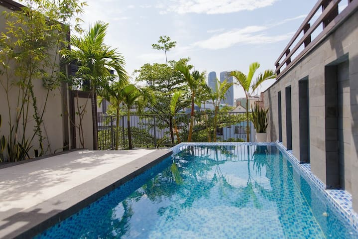 Refresh 4BR Private Pool Villa near downtown