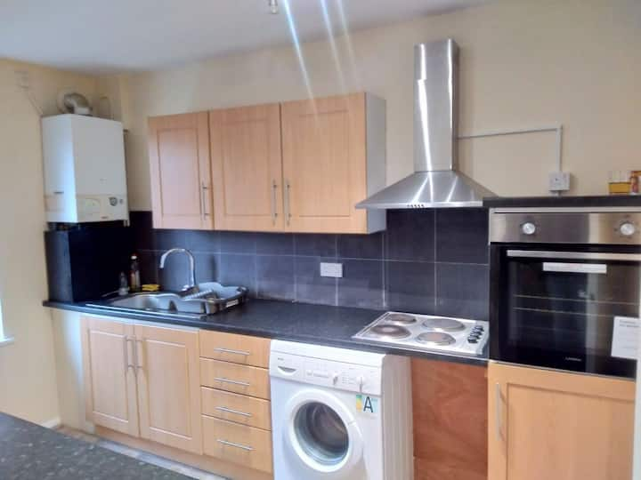 Split level luton town center flat