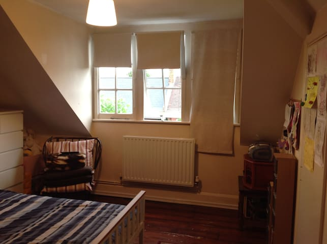 Private bedroom in Stoke Newington for short stay