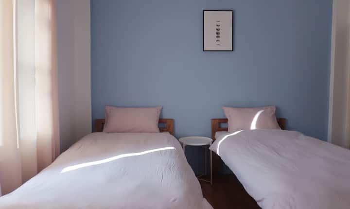 【Serendipity】Twin room in a villa facing Fewa Lake