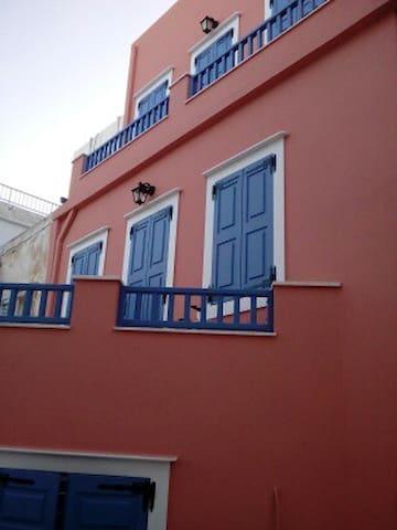 Στην Ερμούπολη για δουλειές ή διακοπές - Ermoupoli - House