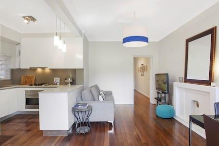 Lovely Art Deco garden apartment