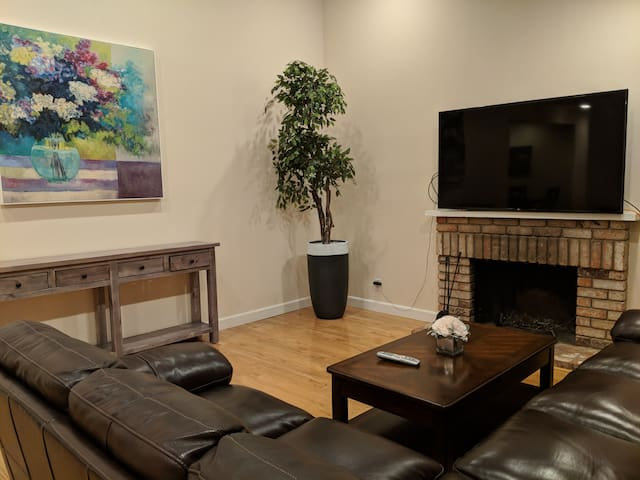 Designer 2BR House in Heart of Silicon Valley