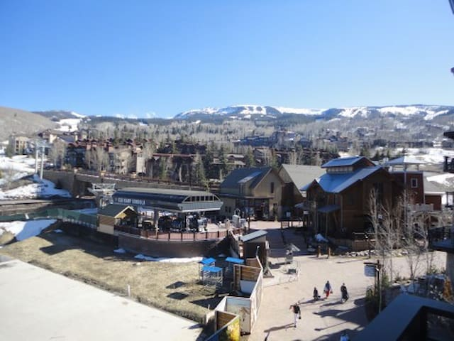 Capitol Peak Lodge Over Sized 1 Br, 1 Ba Penthouse