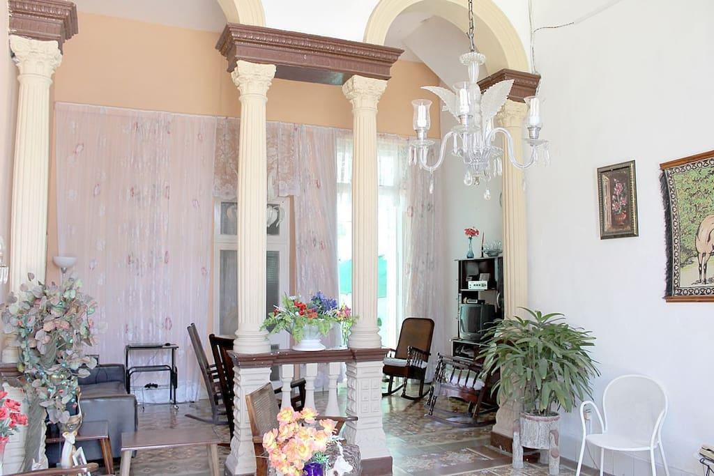 Hermosas columnas al estilo colonial que asombran / Beautiful colonial-style columns that amaze