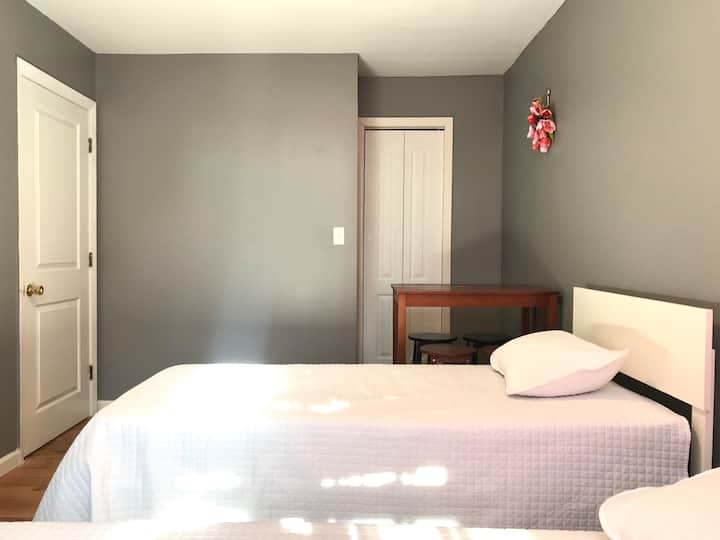 A Private bedroom 20 mintues from Manhattan