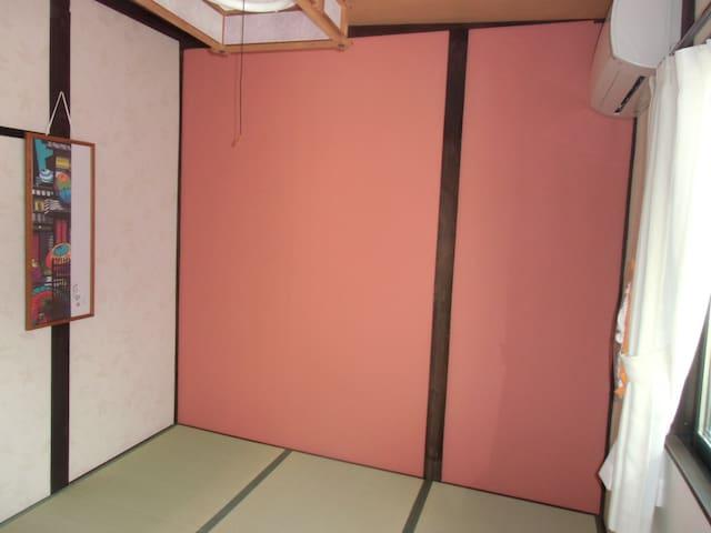 築95年の町家をリフォーム金澤町家Share House GAOoo 2 朝食(¥300)有り。