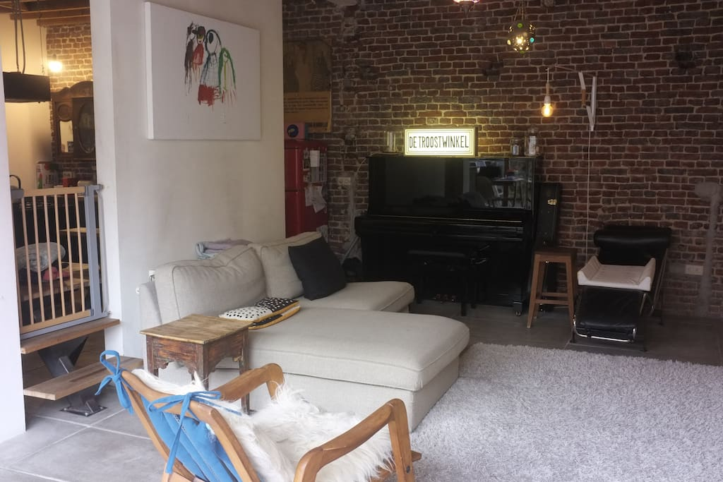 Livingroom with piano, tv,...