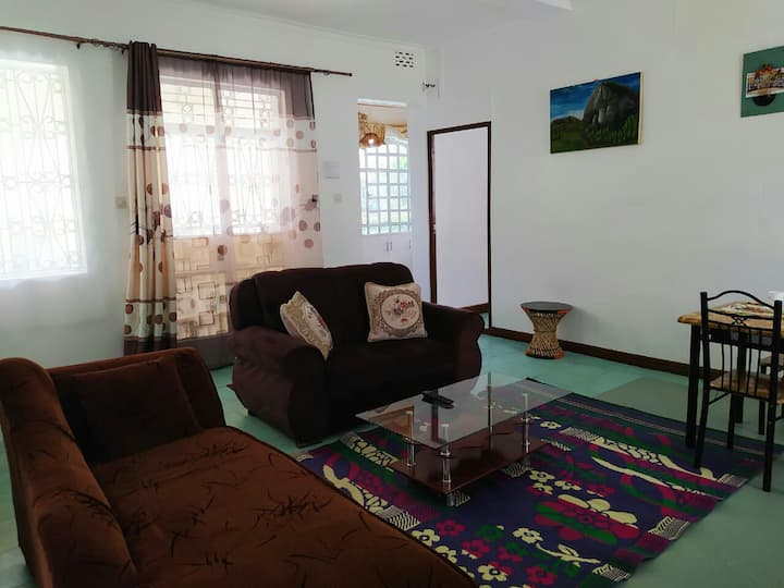 """Rozee's Place, """" Private Room in a Bungalow"""""""