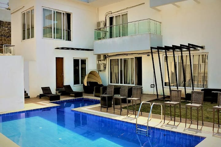 Vista Rooms White Pebbles - 4BHK with Pvt Pool