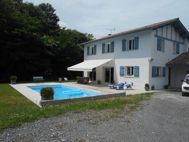 Maison avec piscine au Pays Basque - Urt - Huis