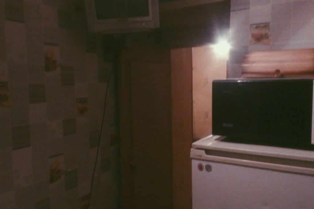 микроволновка, холодильник, тв