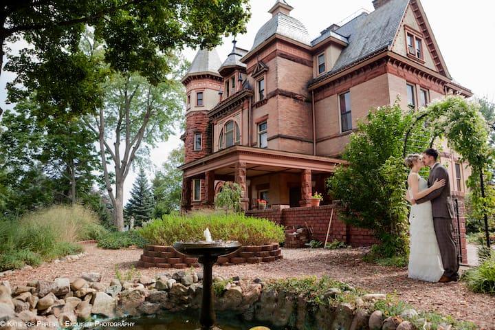 Henderson Castle Inn & Guest House