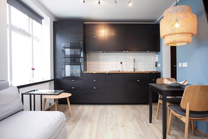 Downtown - Modern Studio Apartment