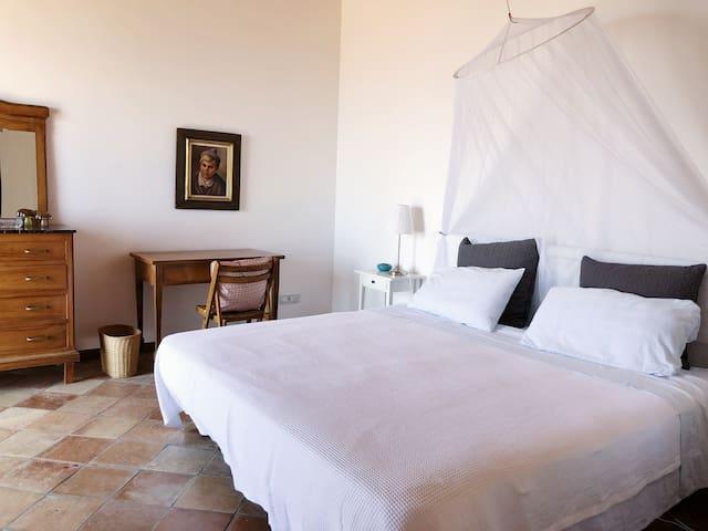 Bedroom 3 Master (US King size bed)
