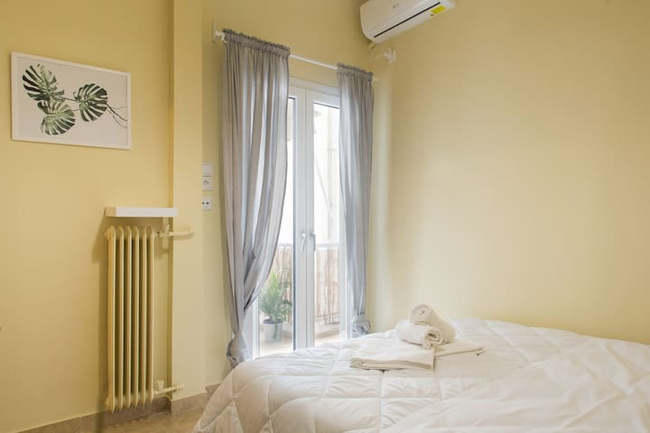 Athens Central Double Room w Balcony+KingBed Metro