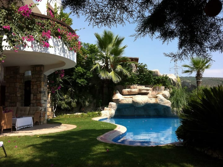 An Authentic Luxury Villa with Bodrum Castle View
