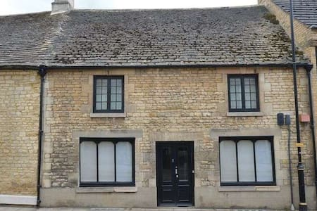 Central Stamford - 3 Bedroom Duplex Apartment - Stamford - Apartment