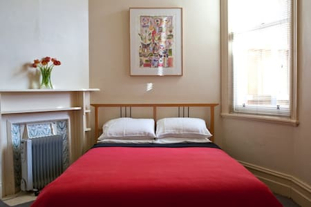 Spacious Room in the Heart of St Kilda