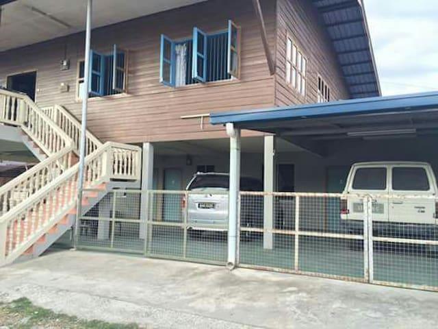 Kota Kinabalu - Sabah Borneo local homestay - Sabah - House