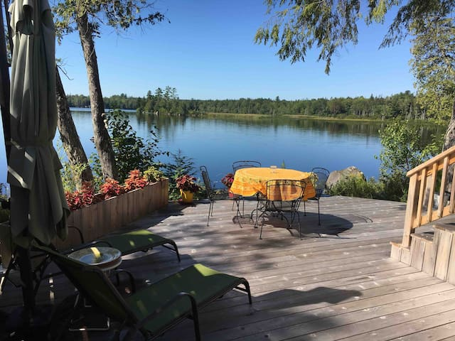 Lake Escape  Cottage
