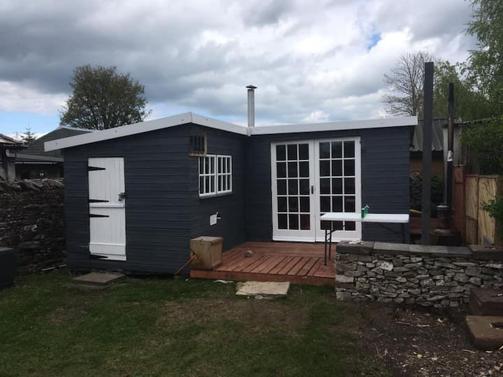 Year round Off Grid  cosy summer House