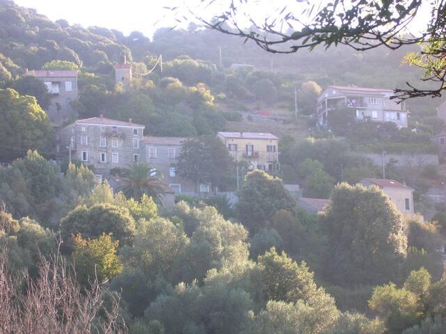 Studio à Pila canale avec vue sur la vallée