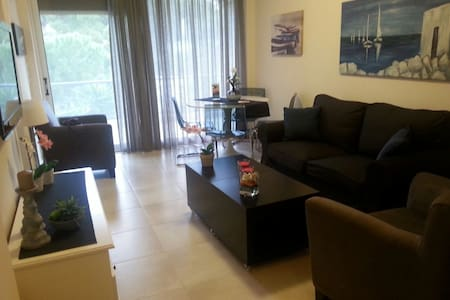 Vouliagmeni apartment by the sea. - Vouliagmeni