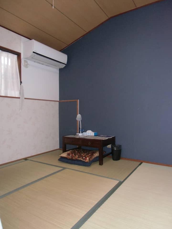 築100年の町家をリモデル 金澤町家Share House GAOoo 3  朝食(¥300)有り。