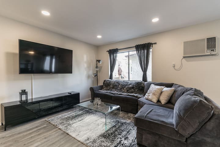 ENTIRE 3 BED APT IN THE HEART OF HOLLYWOOD