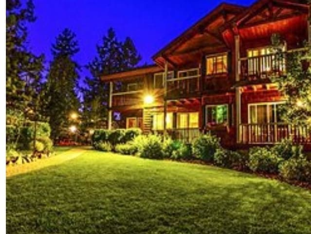 Rustic cozy 2 Bedroom in Beautiful Tahoe Vista