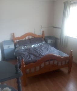 Large double room to rent close to town centre