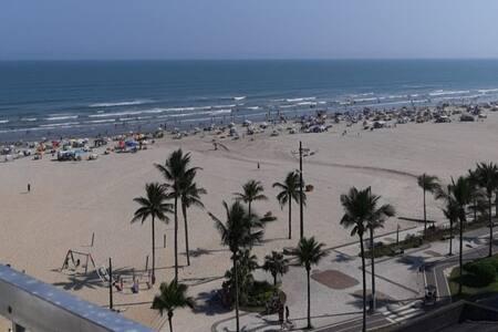 Garanta seu Home Office com vista para a praia.