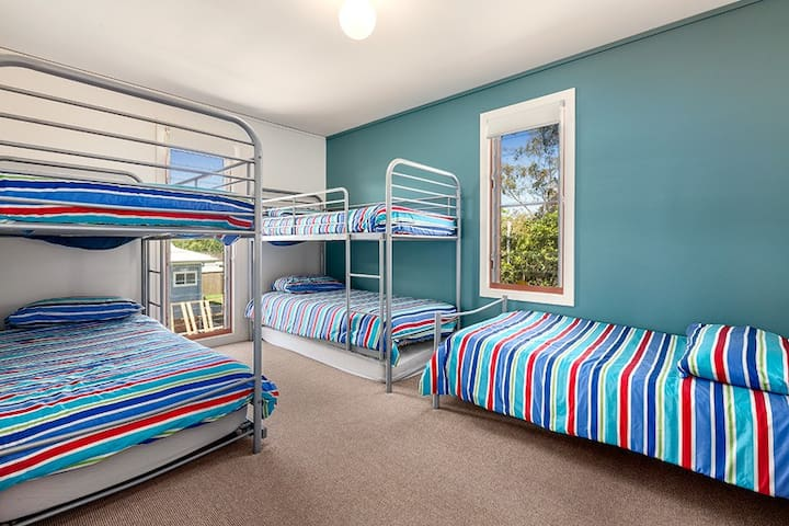 3rd Bedroom ideal for children, 5 beds with 1 trundle