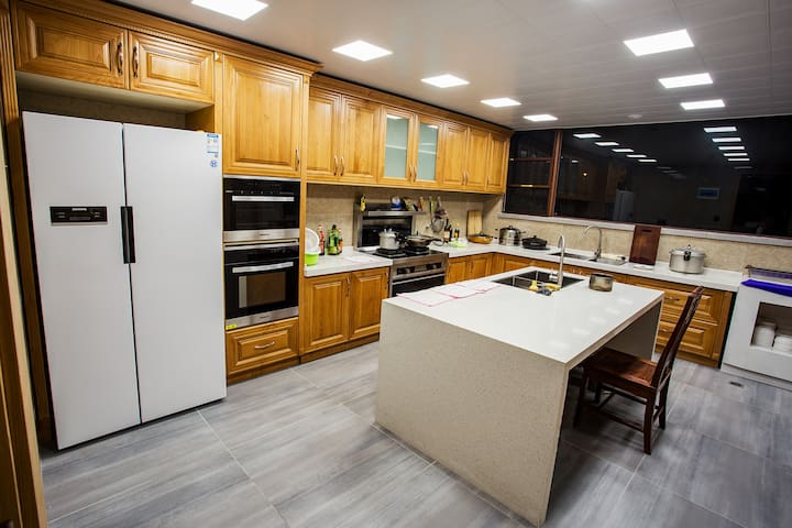 公用厨房冰箱,烤箱,微波炉,煤气灶,可接纳团建活动