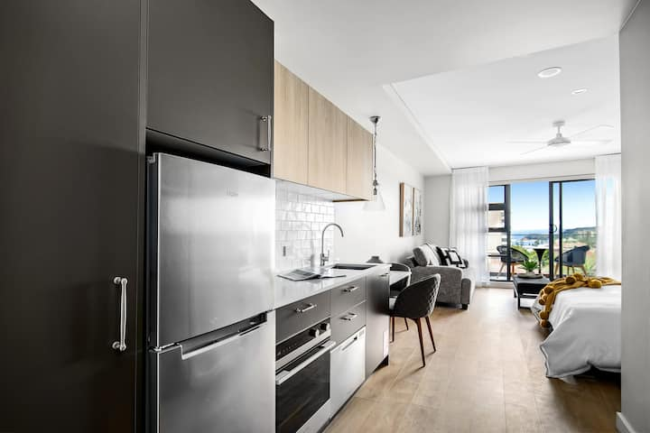 Manly Studio w Designer Finishes, Expansive Views
